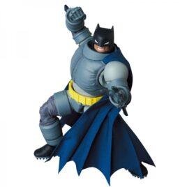 MAFEX Batman The Dark Knight Returns – Armored Batman